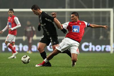 Jogo da Taa da Liga Braga Guimaraesl. Foto: Hernani Pereira/ Liga PortugalNa foto Toscano tente passar por Vandinho.